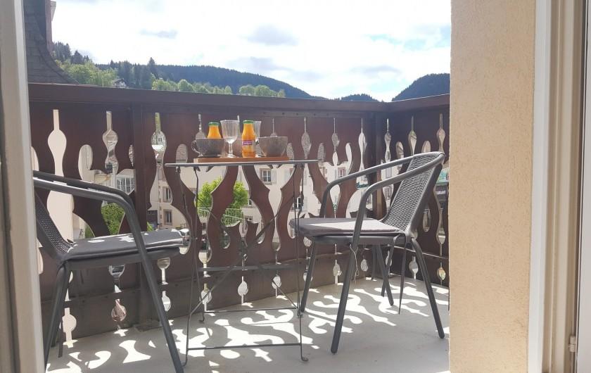 Location de vacances - Appartement à Gérardmer - balcon avec vue montagne