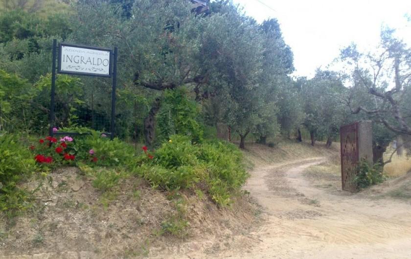 Location de vacances - Villa à Calatafimi - Entrée de la propriété  sur la route de état 113