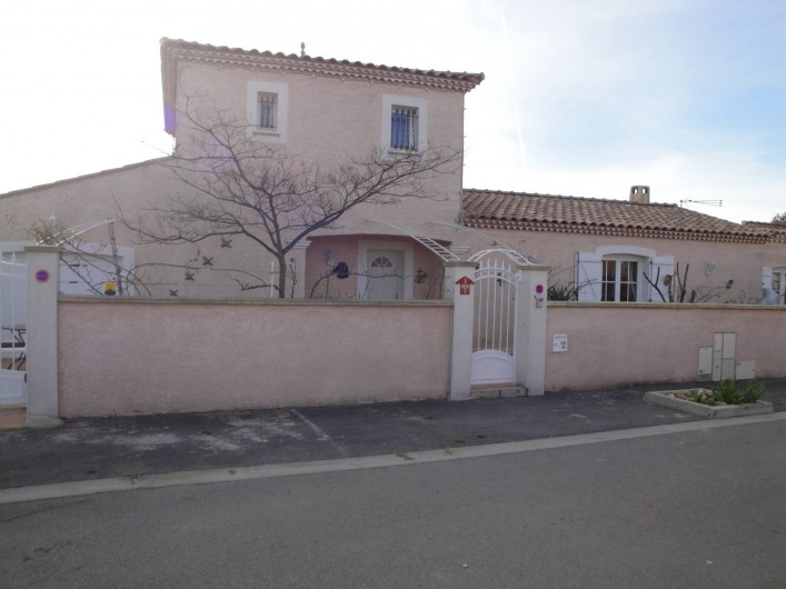 Location de vacances - Villa à Saint-Laurent-d'Aigouze - facade villa