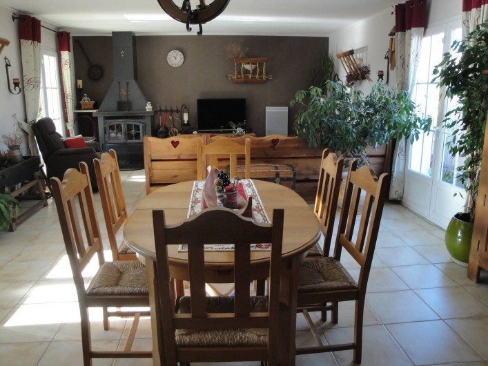 Location de vacances - Villa à Saint-Laurent-d'Aigouze - Coin Salle à manger