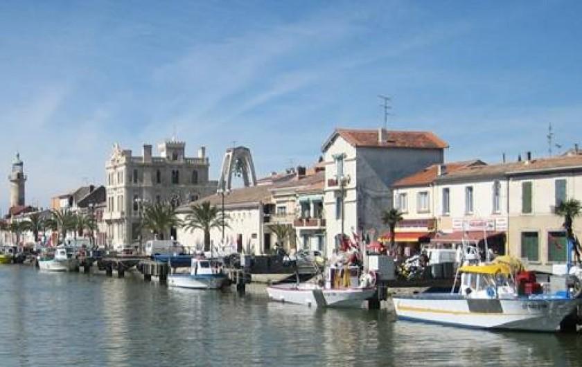 Location de vacances - Villa à Saint-Laurent-d'Aigouze - Le Grau du Roi entrée du Port + plage à 14 kms