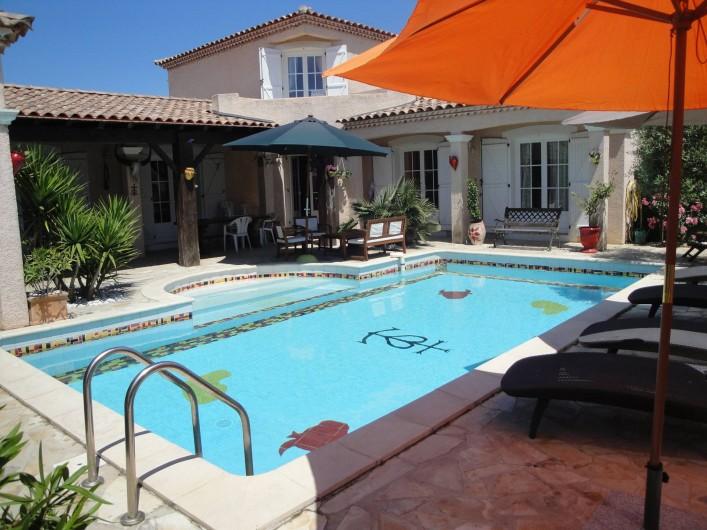 Location de vacances - Villa à Saint-Laurent-d'Aigouze - terrasse et piscine, vue sur le balcon du 1er étage