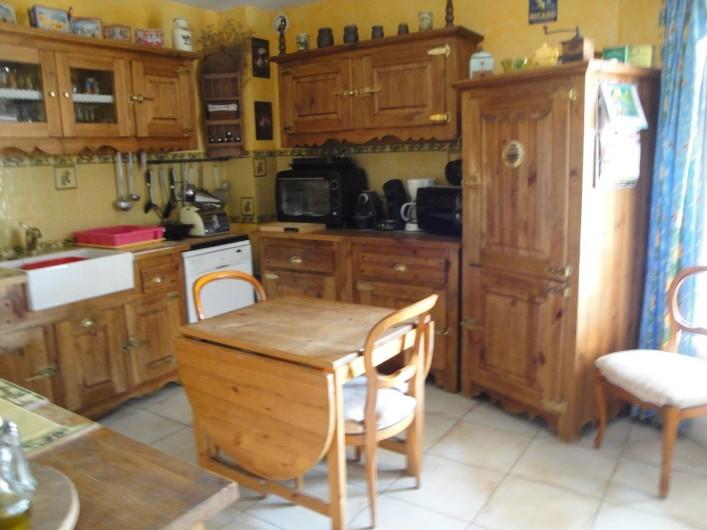 Location de vacances - Villa à Saint-Laurent-d'Aigouze - cuisine