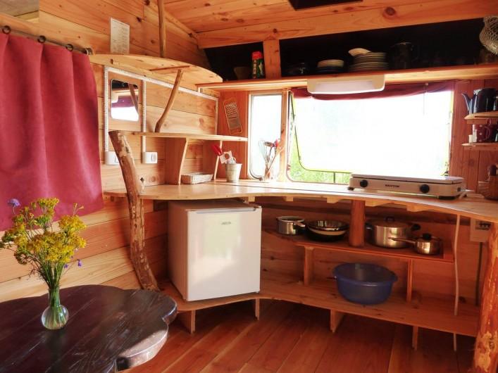 Location de vacances - Camping à Saint-Julien-du-Gua - L'intérieur de la caravane « deux places »