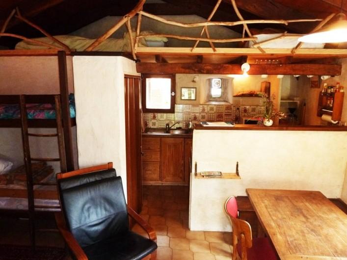Location de vacances - Camping à Saint-Julien-du-Gua - L'intérieur du gîte « terrasse »