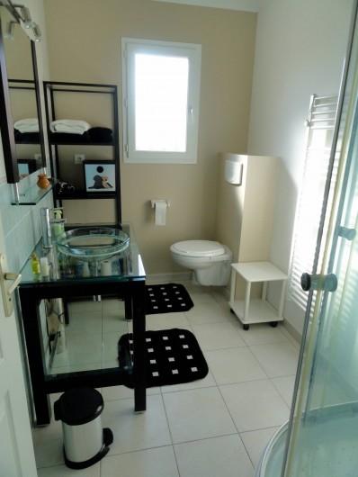 Location de vacances - Villa à Rousson - Une des deux salles de douche