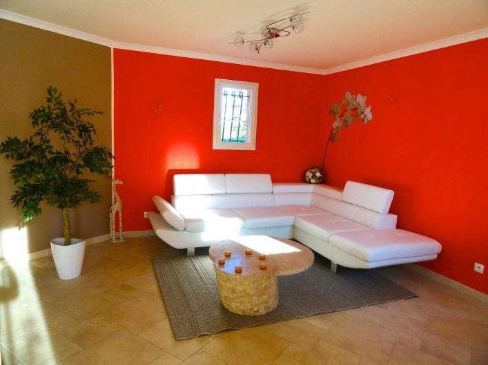 Location de vacances - Villa à Rousson - Le salon ... dans le prolongement de la toute nouvelle cuisine !