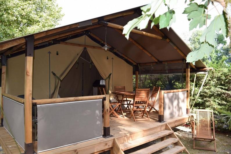 Location de vacances - Camping à Surgères - Tente Lodge, 5 pers. 2 chambres