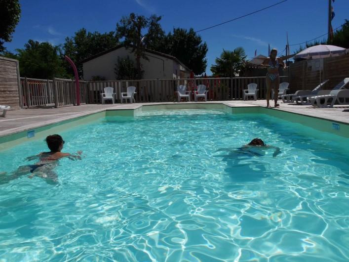 Location de vacances - Camping à Surgères - Piscine et pataugeoire chauffées à 28°