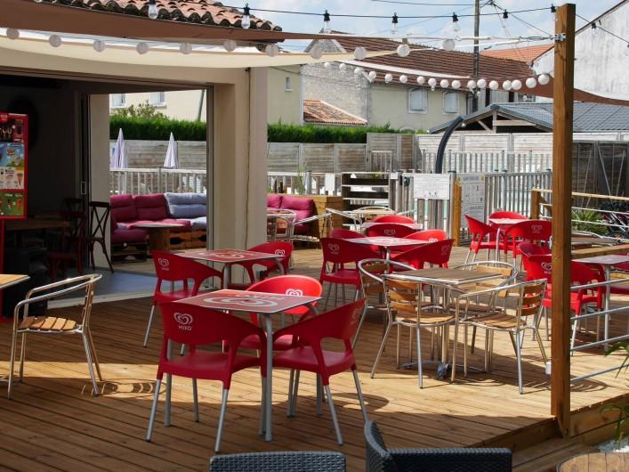Location de vacances - Camping à Surgères - Snack - bar ouvert de mi juin  à mi septembre.