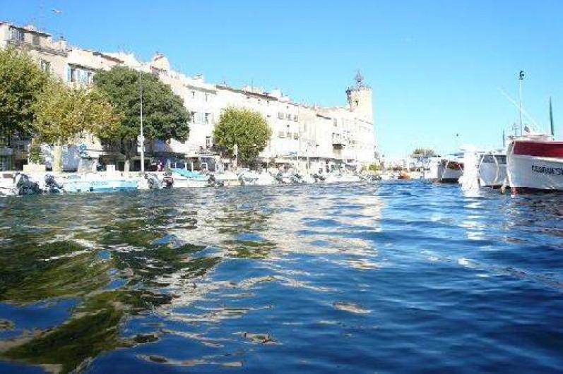 Location de vacances - Appartement à La Ciotat - Port vieux de la ciotat.Vente poisson et marché  provencal