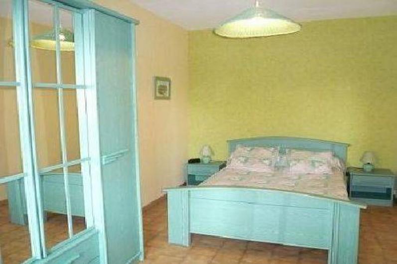 Location de vacances - Appartement à La Ciotat - Chambre avec terrasse vue sur jardin