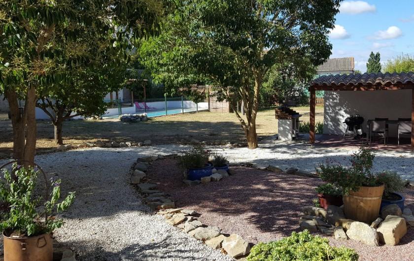 Location de vacances - Appartement à Pomas - jardin