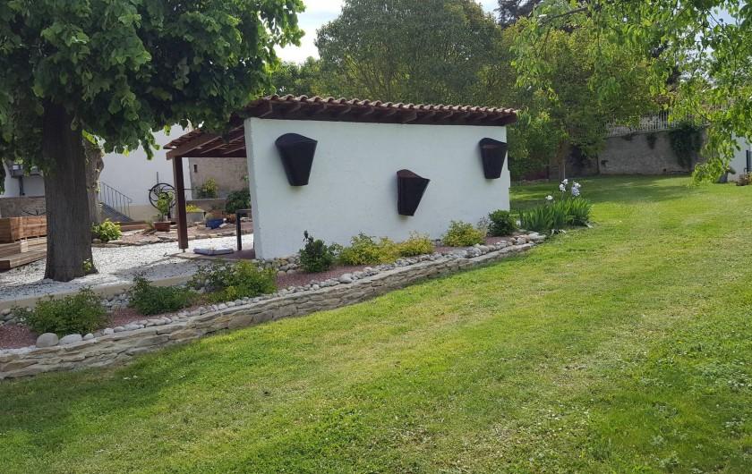 Location de vacances - Appartement à Pomas - jardin et abri pour manger