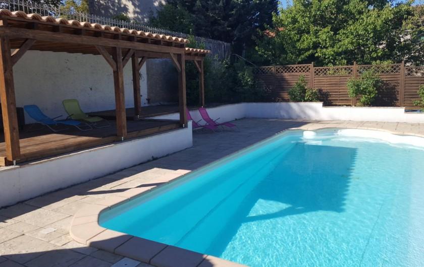 Location de vacances - Appartement à Pomas - grande piscine sécuriser et clôturer