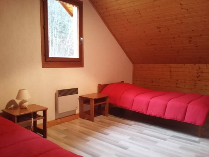Location de vacances - Chalet à Lescheraines - chambre 2 étage