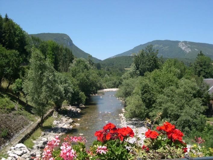Location de vacances - Chalet à Lescheraines - Le Chéran rivière à 50m
