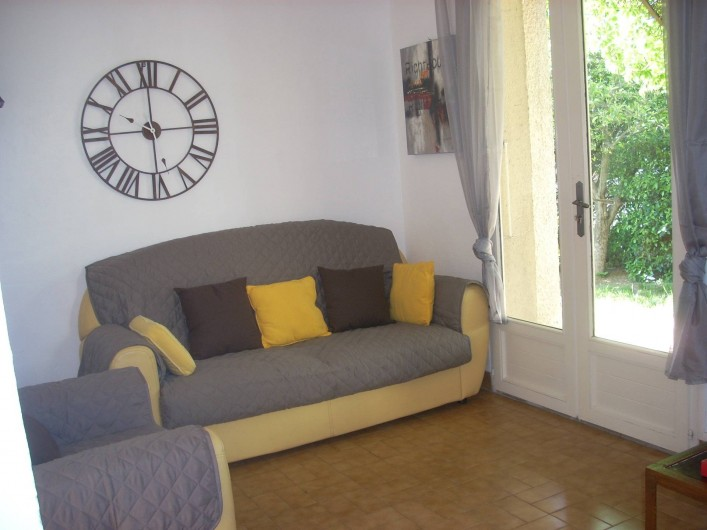 Location de vacances - Villa à Aubenas - Salon côté jardin