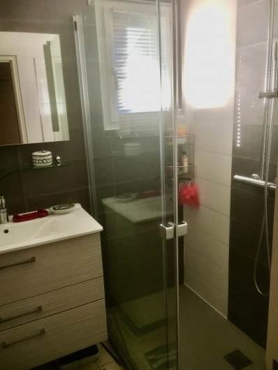 Location de vacances - Appartement à Valras-Plage - salle de bains avec douche Italienne