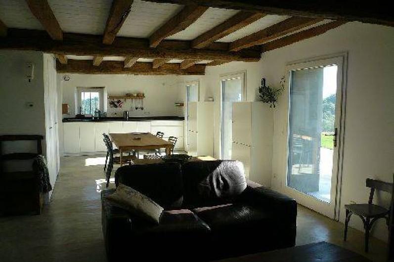 Location de vacances - Gîte à Lucq-de-Béarn - Rez de chaussée du gîte avec vue sur la cuisine