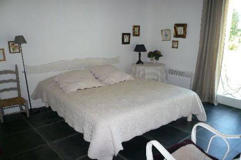 Location de vacances - Gîte à Lucq-de-Béarn - Chambre avec lit de 160 avec accès direct au jardin