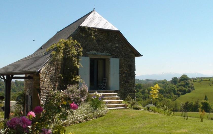 Location de vacances - Gîte à Lucq-de-Béarn - Accès au jardin d'une chambre