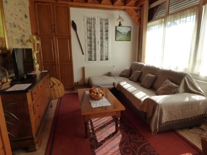 Location de vacances - Gîte à Lourdes - salon en suivant de la salle a manger
