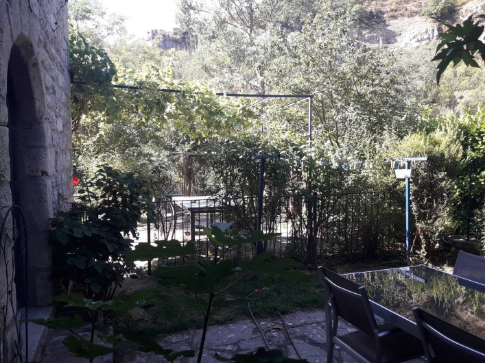 Location de vacances - Gîte à Sainte-Énimie - jardin privatif au gite