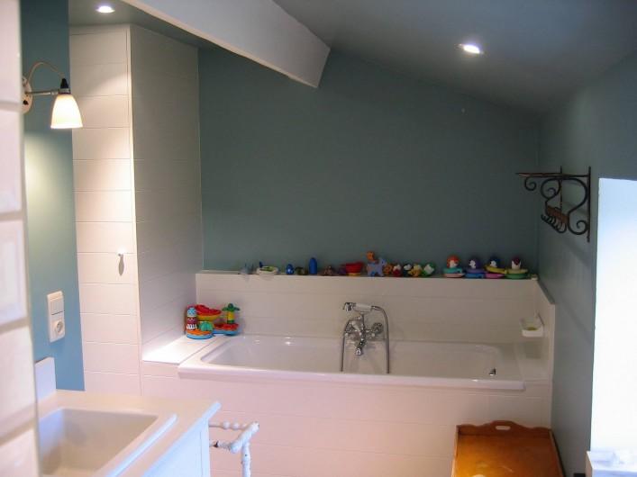 Location de vacances - Maison - Villa à Falaen - salle de bain avec bain et douche séparés