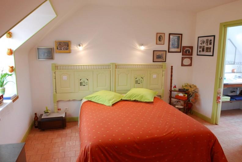 Location de vacances - Chambre d'hôtes à Quimperlé - Drugeoir des Tourtereaux lit 180 x 200 A l'étage. Accès indépendant