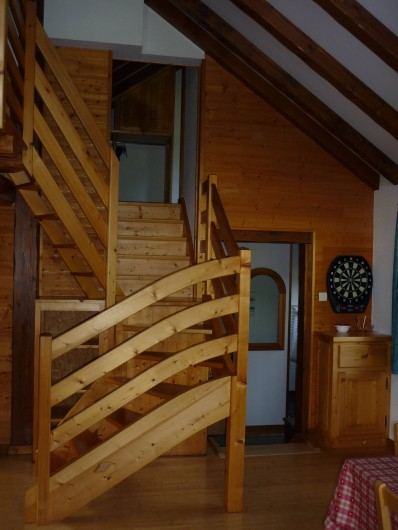 Location de vacances - Chalet à Cornimont - vue sur entrée et accès chambre