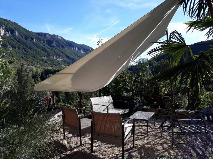 Location de vacances - Gîte à La Cresse - Un coin de la terrasse