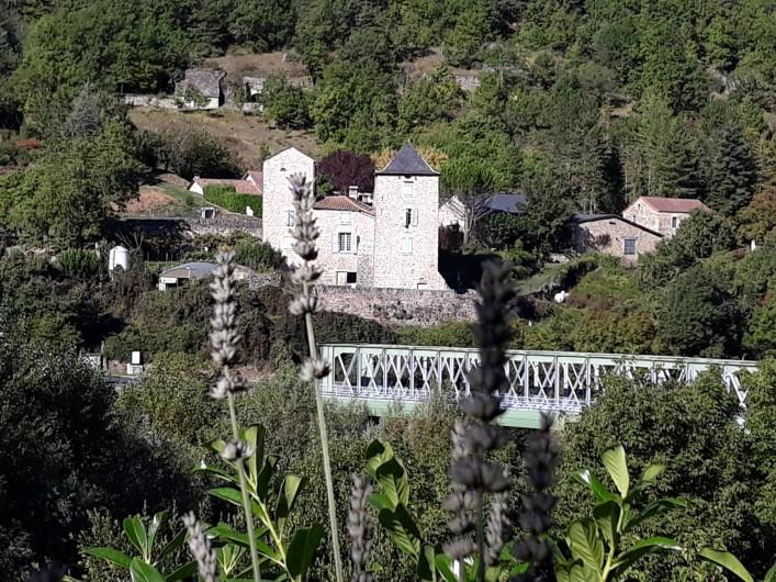 Location de vacances - Gîte à La Cresse - L'escalierde la mezzanine