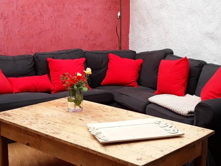 Location de vacances - Gîte à La Cresse - Le SALON rouge et noir.