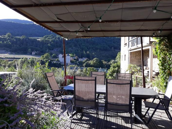 Location de vacances - Gîte à La Cresse - La cuisine d'été
