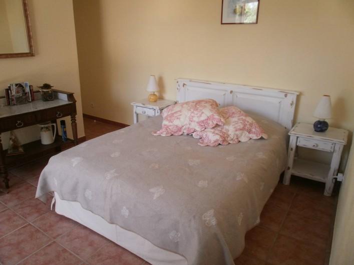 Location de vacances - Chambre d'hôtes à Carcès - La chambre avec le lit 160x200