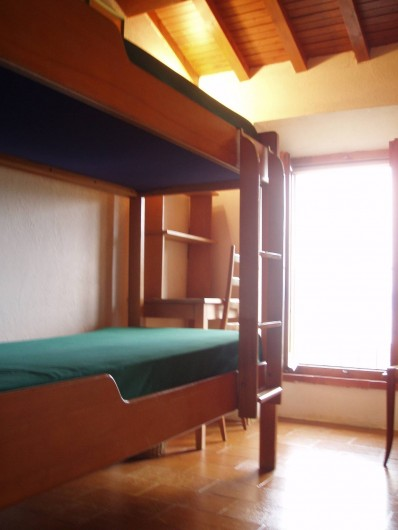 Location de vacances - Villa à La Spezia - La premiere chambre avec lits superposes