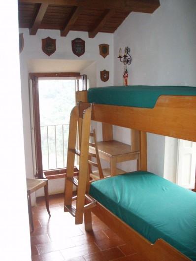 Location de vacances - Villa à La Spezia - La deuxième chambre avec lits superposes
