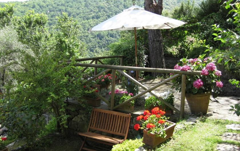 Location de vacances - Villa à La Spezia - Une de terrase du jardin