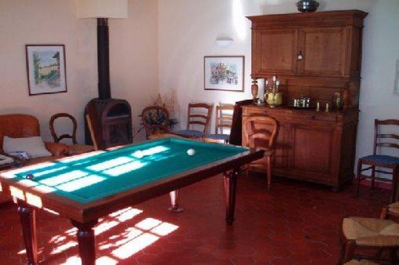 Location de vacances - Gîte à Vieussan - salle de billard avec piano du gîte de groupe, parfait réunions entre amis