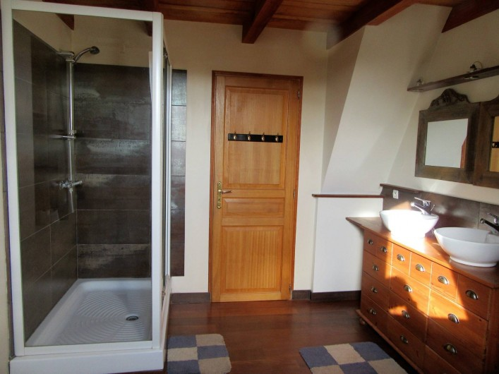 Location de vacances - Villa à Salviac - SDB 1er Etage ;9,5m2