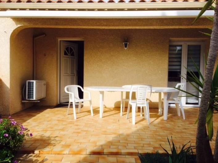 Location de vacances - Villa à Frontignan - Bienvenue chez nous!Une grande terrasse bien exposée protégée par un grand store