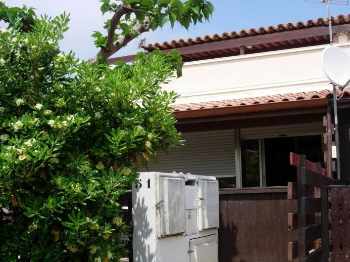 Location de vacances - Appartement à Le Cap d'Agde - Accès par portillon dans un espace fermé et en partie couvert.