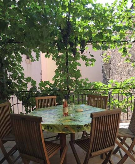 Location de vacances - Appartement à Fontès - Terrasse