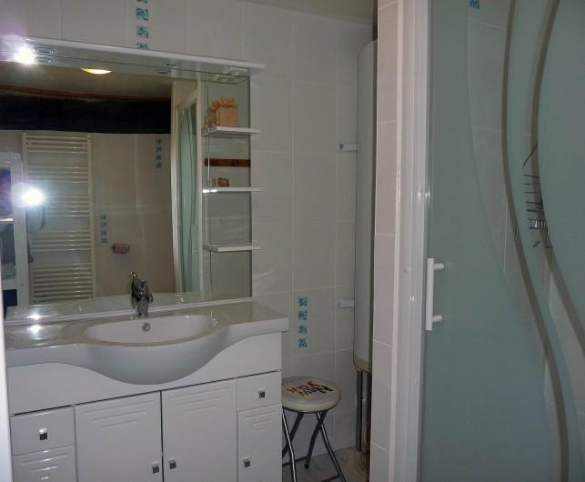 Location de vacances - Appartement à Fontès - Salle de bain chambre 2 et 3