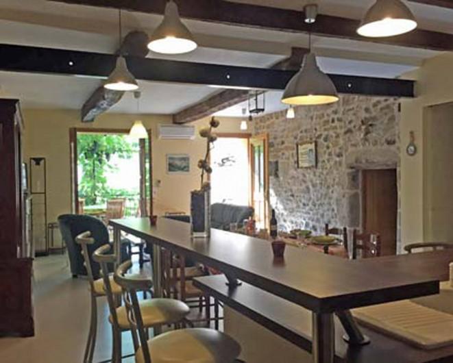 Location de vacances - Appartement à Fontès - Vue de la cuisine salon salle à manger