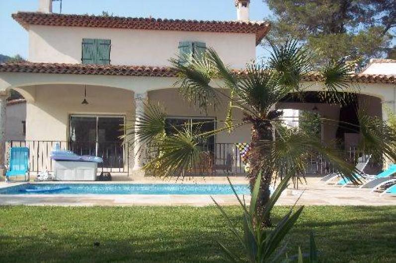 Location de vacances - Villa à Le Tignet - Façade extérieure