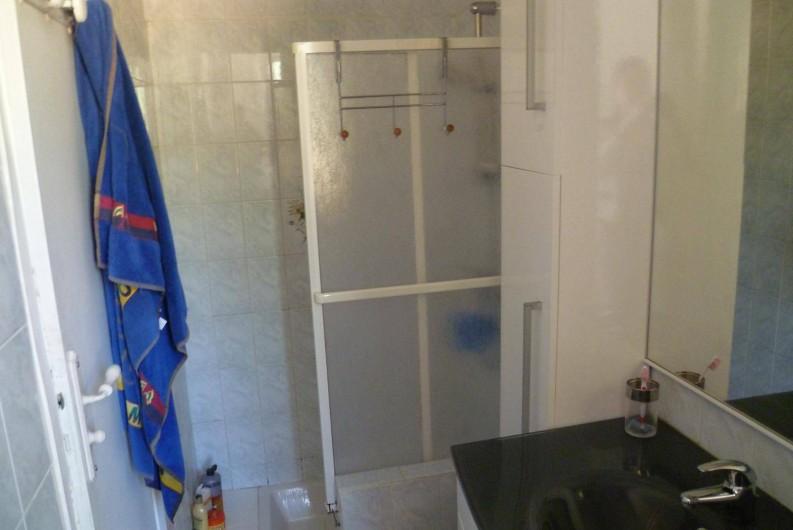 Location de vacances - Appartement à Cavalaire-sur-Mer - Coin douche dans la salle d'eau