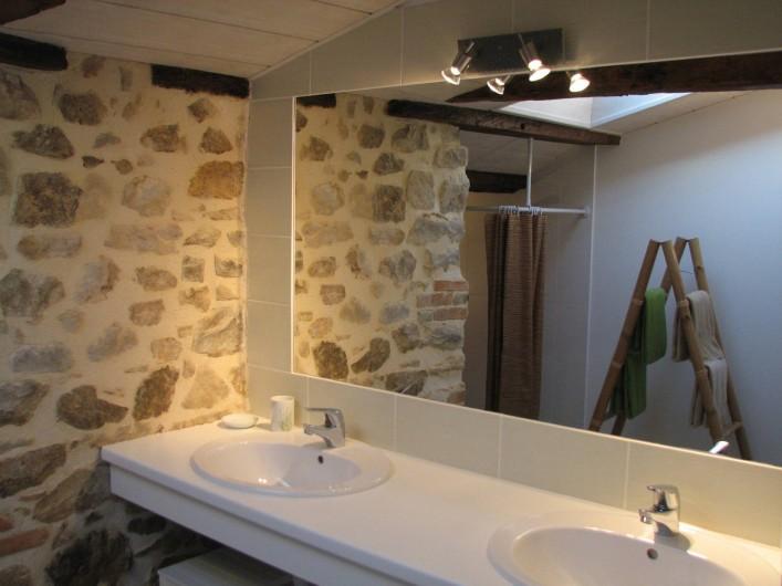 Location de vacances - Gîte à Les Clouzeaux - Salle de bain double vasques