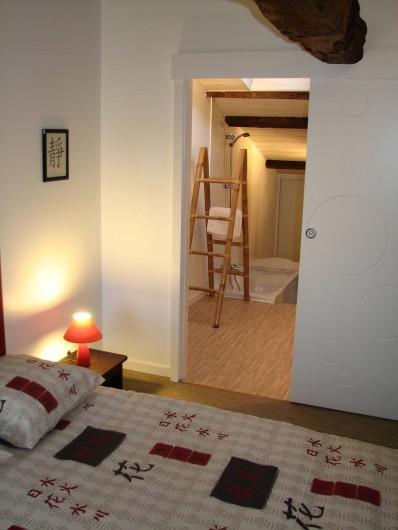 Location de vacances - Gîte à Les Clouzeaux - Chambre l'Asie avec accès vers la salle de bain double vasques